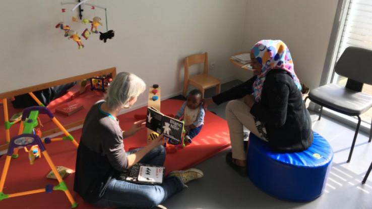Bébé et sa maman en consultations PMI (Protection maternelle et infantile)