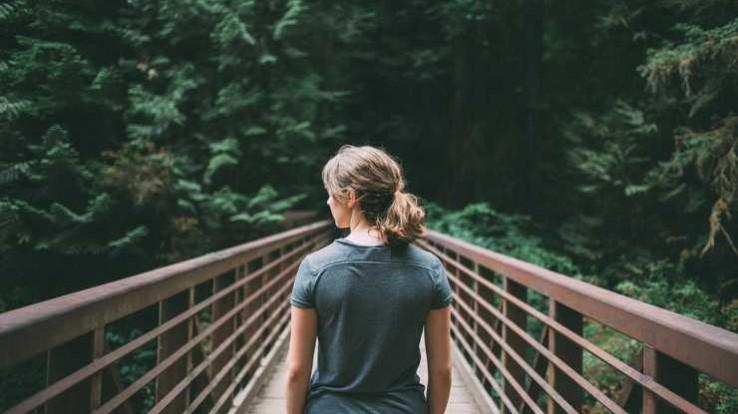 photo femme pont