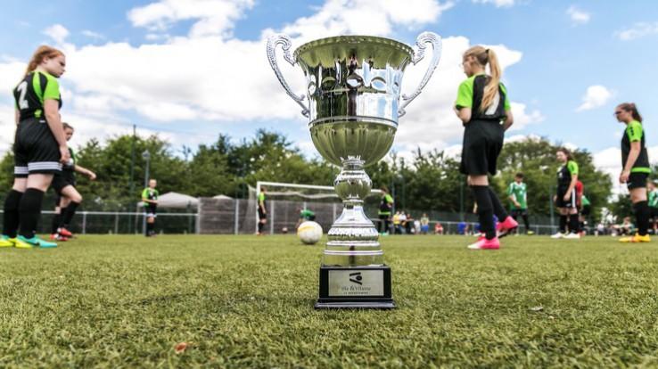 Coupe et jeunes footballeuses