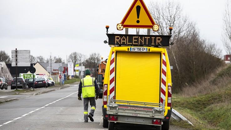 véhicule agent des routes