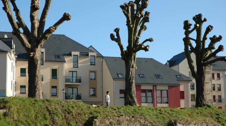 Parmi les actions menées : la réhabilitation du parc locatif (ici à Fougères) © Franck Hamon