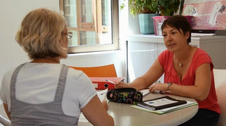 2 femmes en réunion de travail