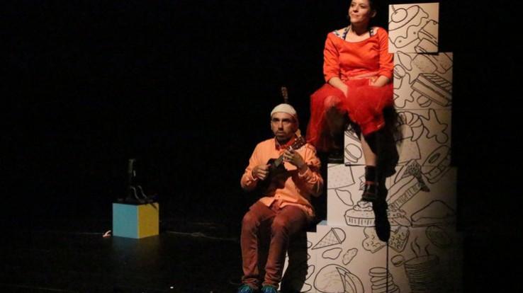 Sur la nappe, conte musical deMarion Rouxin