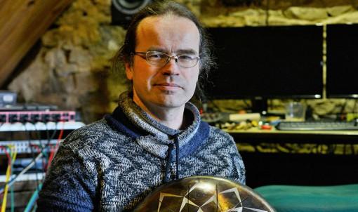 Les hanks drums fabriquées par David Chérubin sont des percussions. © Franck Harmon
