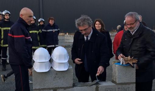 Jean-Luc Chenut pose la première pierre du nouveau centre d'incendie et de secours de Janzé