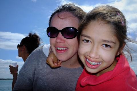 Moment de joie partagé entre Laurianne et sa maman Céline. Laurianne a entendu parler de Merlib au cenntre hélio-marin de Plérin, où elle est scolarisée.