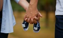 Grossesse main dans la main