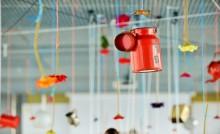 Exposition d'objets suspendus, aides culturelles