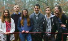 6 jeunes filles et garçons