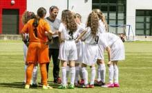 Jeunes footballeuses à l'entrainement
