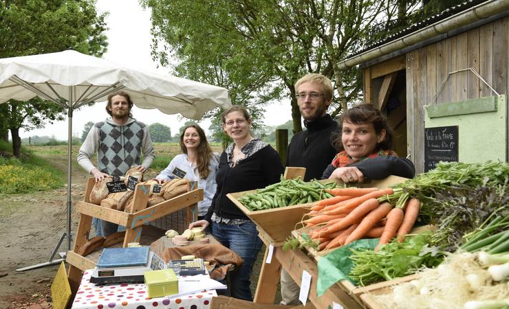 5 jeunes agriculteurs, aides aux agriculteurs